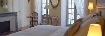 Grande et lumineuse, la plus belle de nos chambres d' hôtes à Bordeaux avec balcon et vue